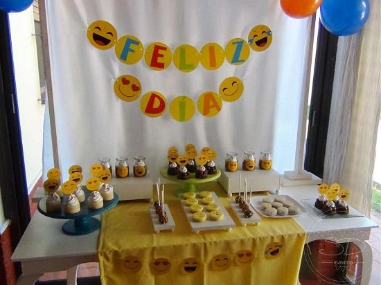 Como fazer decoraç u00e3o de festa emoji CUSTOMIZANDO NET Blog de customizaç u00e3o de roupas, moda  -> Decoracao De Festa Tema Emoji