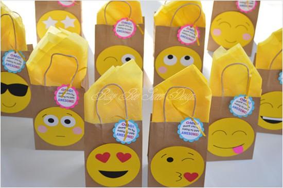 Lembrancinha emoji - festa emoji - sacolinha emoji zap
