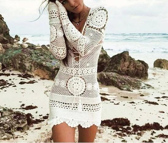 Vestido de crochê moda praia saída de banho