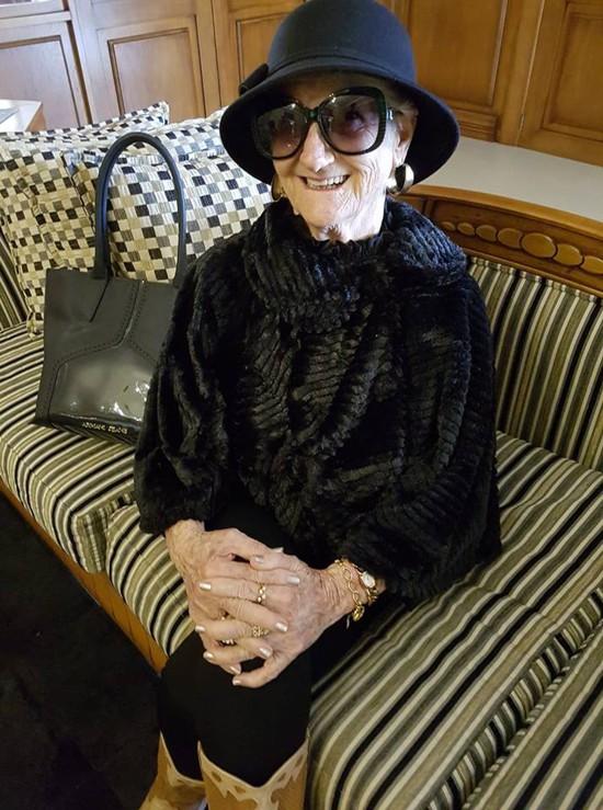 Izaura Demari infuenciadora de moda da terceira idade