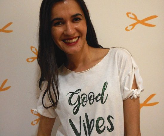 Customização de camiseta Good Vibes