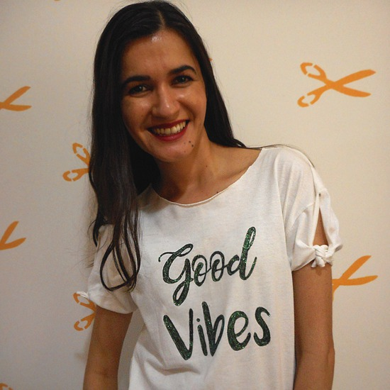 Customização de camiseta Good Vibes