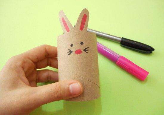 Coelhinho com rolo de papelão