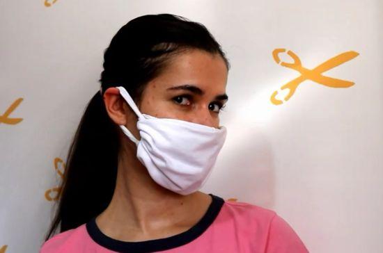 como fazer máscara com camiseta
