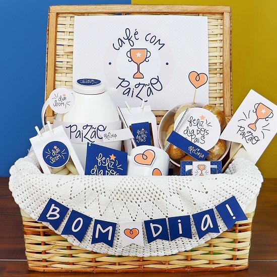 Por fim, nossa última dica de lembrancinha para Dia dos Pais é fazer um belo café da manhã para o seu pai! Leve os quitutes favoritos dele à mesa, bem com a personalize com objetos que ele gosta, fotos, cartão e outras decorações como na inspiração abaixo.